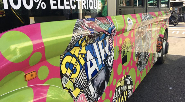 Partez à la découverte du patrimoine et des artistes du Cannes historique à bord de ce minibus 100 % électrique